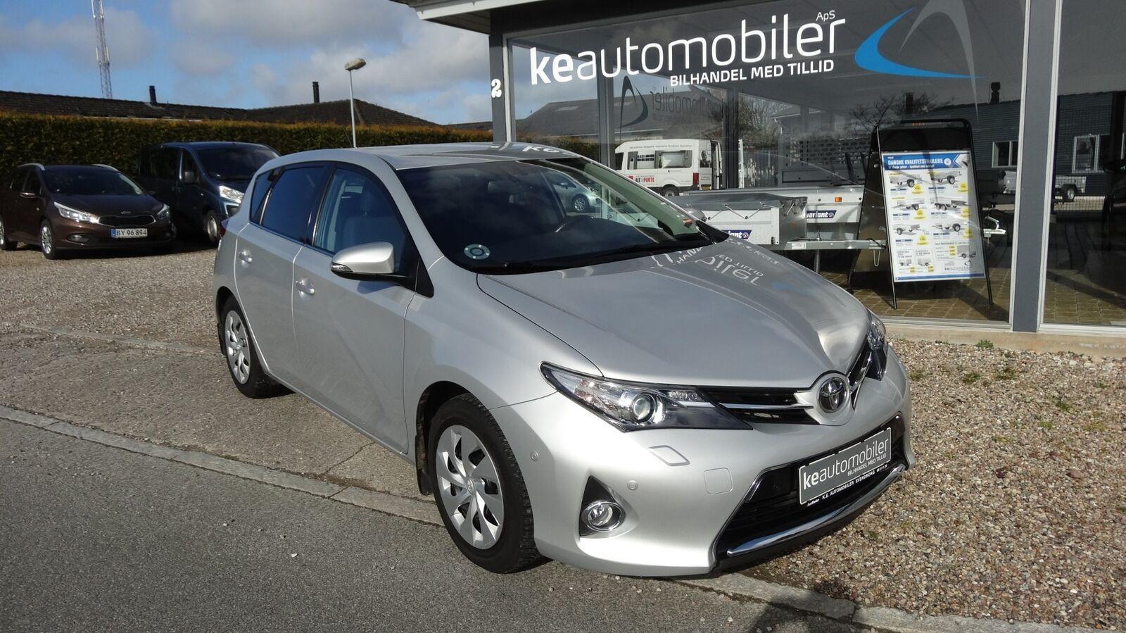 Toyota Auris T2+ 1,6 Benzin 132 Hk (2012)